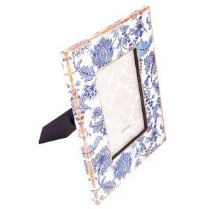 Купить Фоторамка Русские подарки 138230 Синие цветы 28*23*2 см для фото 13*18 см цвет синий/белый